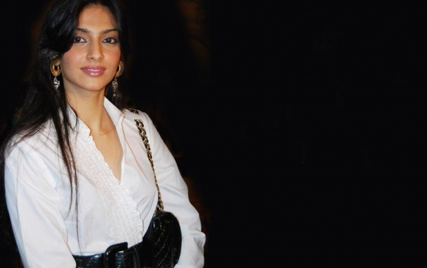 Sonam Kapoor In White Dress (click to view)
