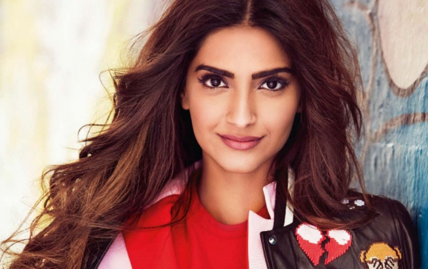 Sonam Kapoor Vogue 2016 (click to view)