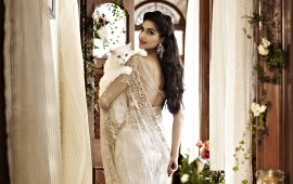 Sonam Kapoor With White Cat