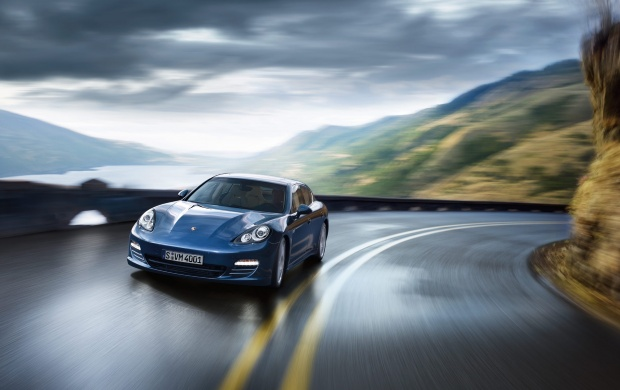 Speeding Porsche Panamera (click to view)