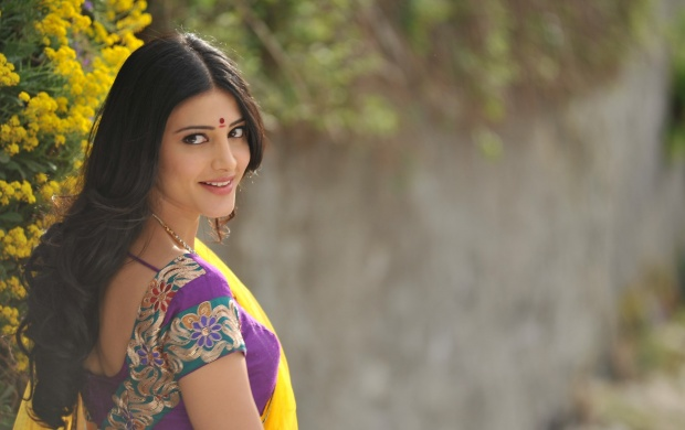 Sruthi Hasan (click to view)