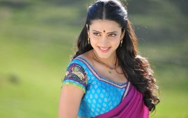 Sruthi Hassan In Pink Saree
