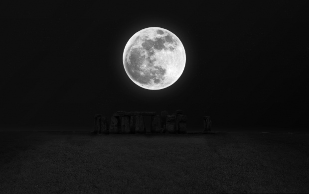 Stonehenge Moon Night Darkness (click to view)