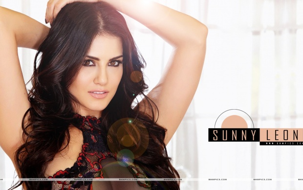 Sunny Leone In Black Dress (click to view)
