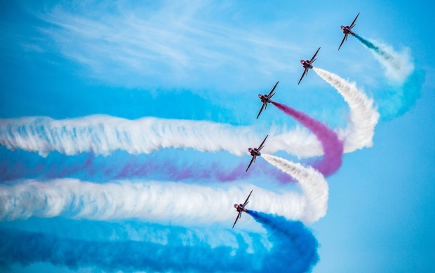 The Red Arrows Royal Air Force (click to view)
