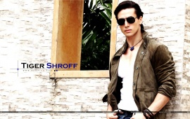 Tiger Shroff Dashing Look