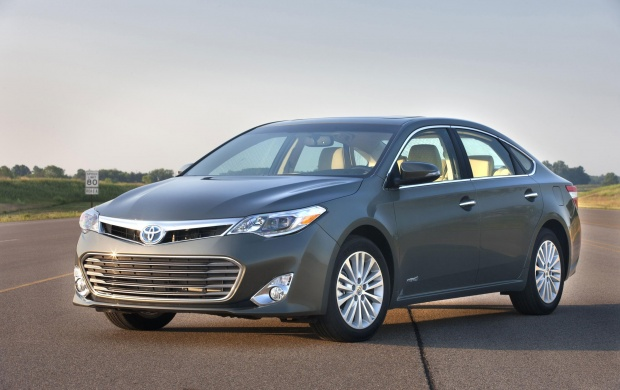 Toyota Avalon Hybrid On Road (click to view)