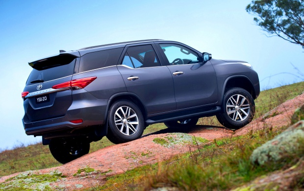 Toyota Fortuner 2015 Wallpapers