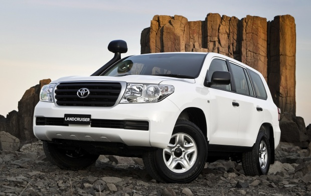 Toyota Landcruiser 200 (click to view)