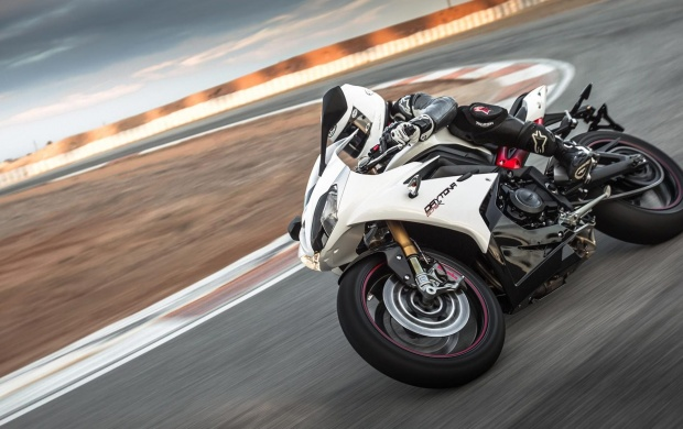 Triumph Daytona 675 R Speed Triple R (click to view)