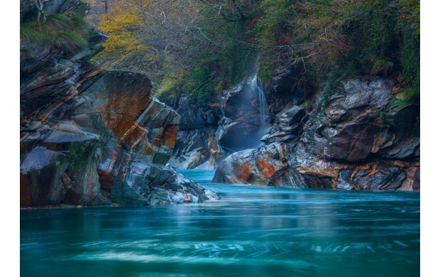 Turquoise River Water (click to view)