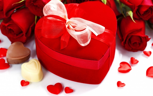 Valentine's Day Bouquet Heart Gift And Candy (click to view)