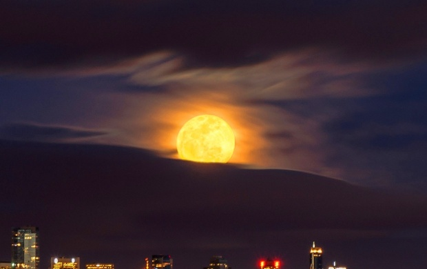 Vancouver City Moon (click to view)