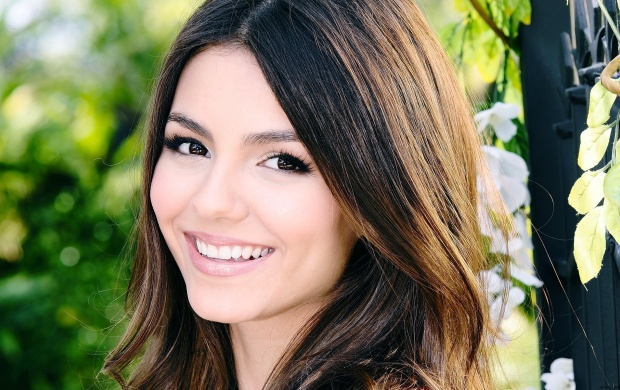Victoria Justice Cute Face (click to view)