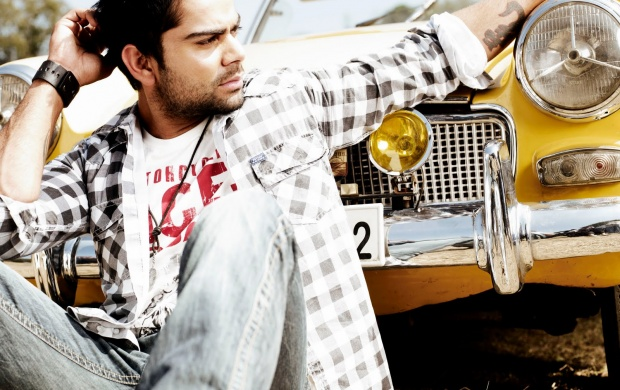 Virat Kohli Dashing Look (click to view)