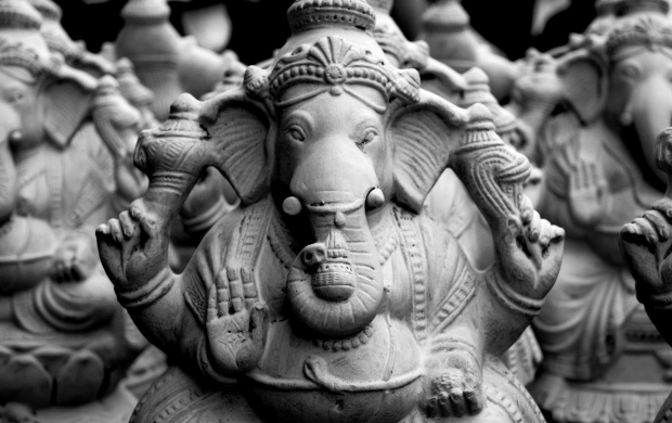 White Ganesh Statue (click to view)