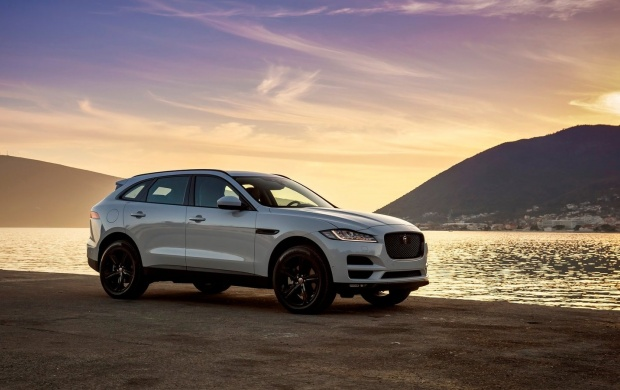 White Jaguar F-Pace 2017 (click to view)
