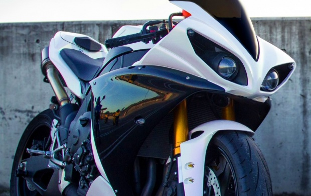 White Yamaha Yzf-R1 Motorcycle Wallpapers