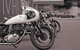 Yamaha SR400 RB Racing White