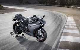 Yamaha YZF R1 On The Road