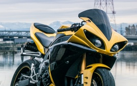 Yamaha Yzf-R1 Yellow Bike
