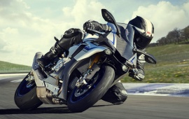 Yamaha YZF-R1M First Look 2015