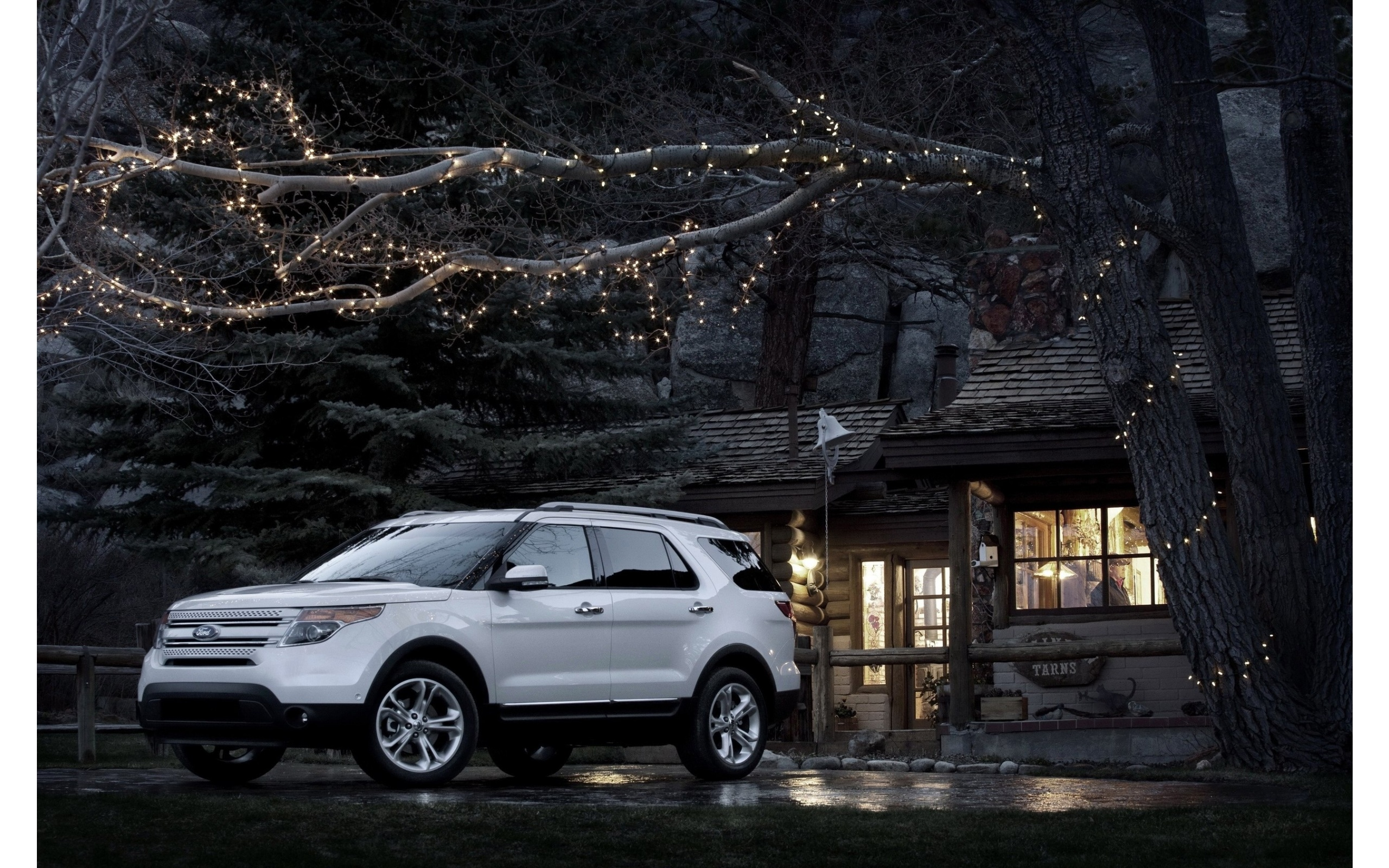 2011 Ford Explorer At Night
