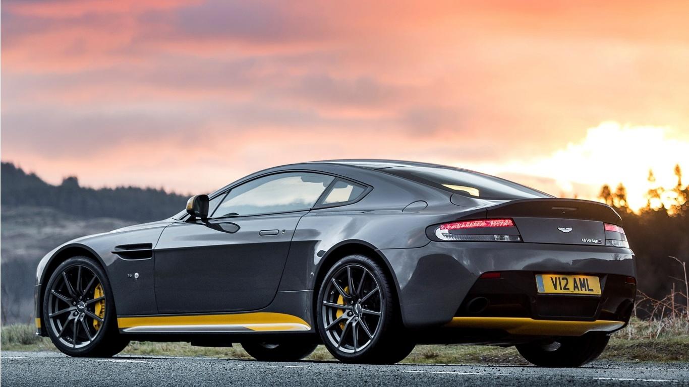 Aston Martin V12 Vantage S MT 2017 Wallpapers - 1366x768 ...