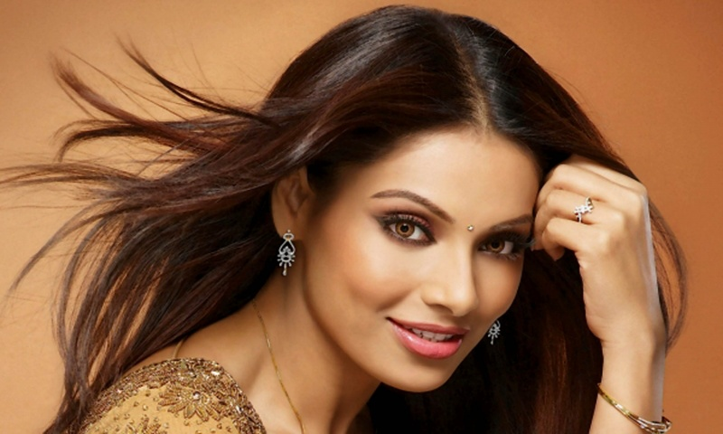 Bipasha Basu In Smiley