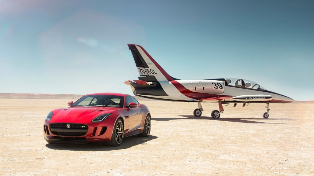Jaguar F Type R AWD Coupe With Plane 2016