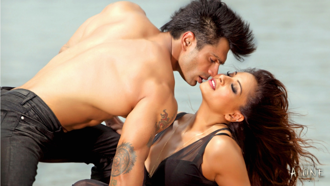 Karan And Bipasha Basu Romance