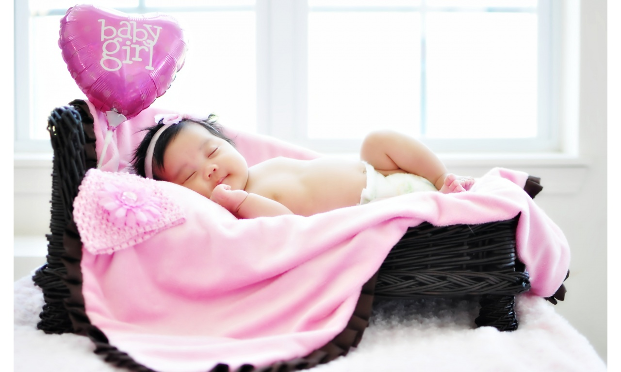 Little Girl Sleeping With Pink Heart | 1280 x 768 | Download | Close