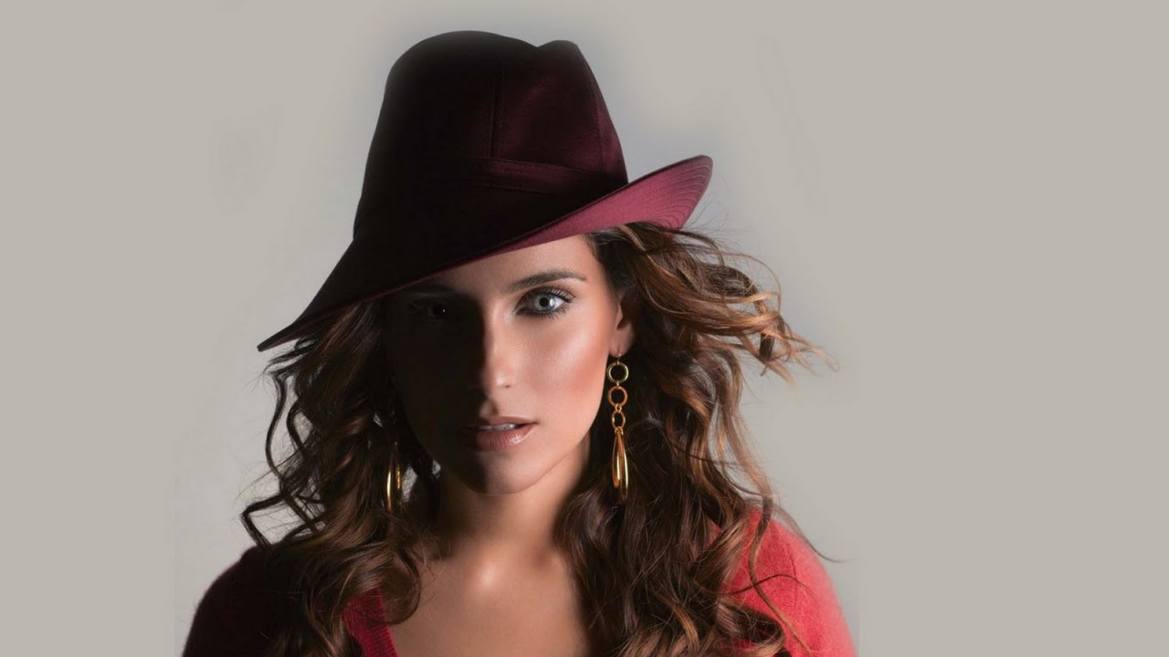 Nelly Furtado With Hat