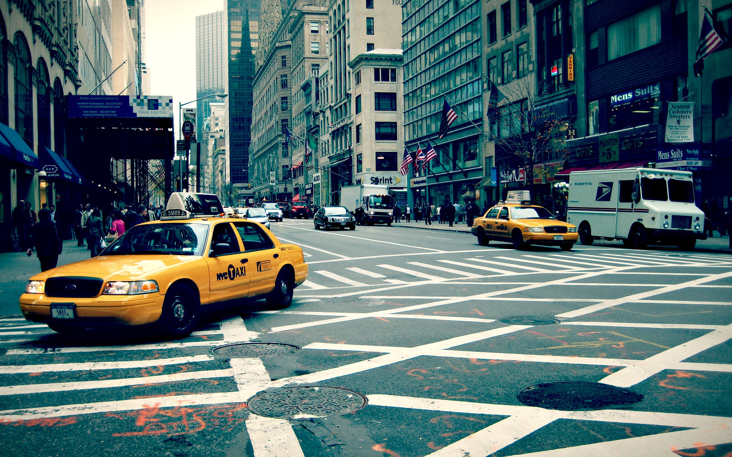 New york street 2560 x 1600 download close