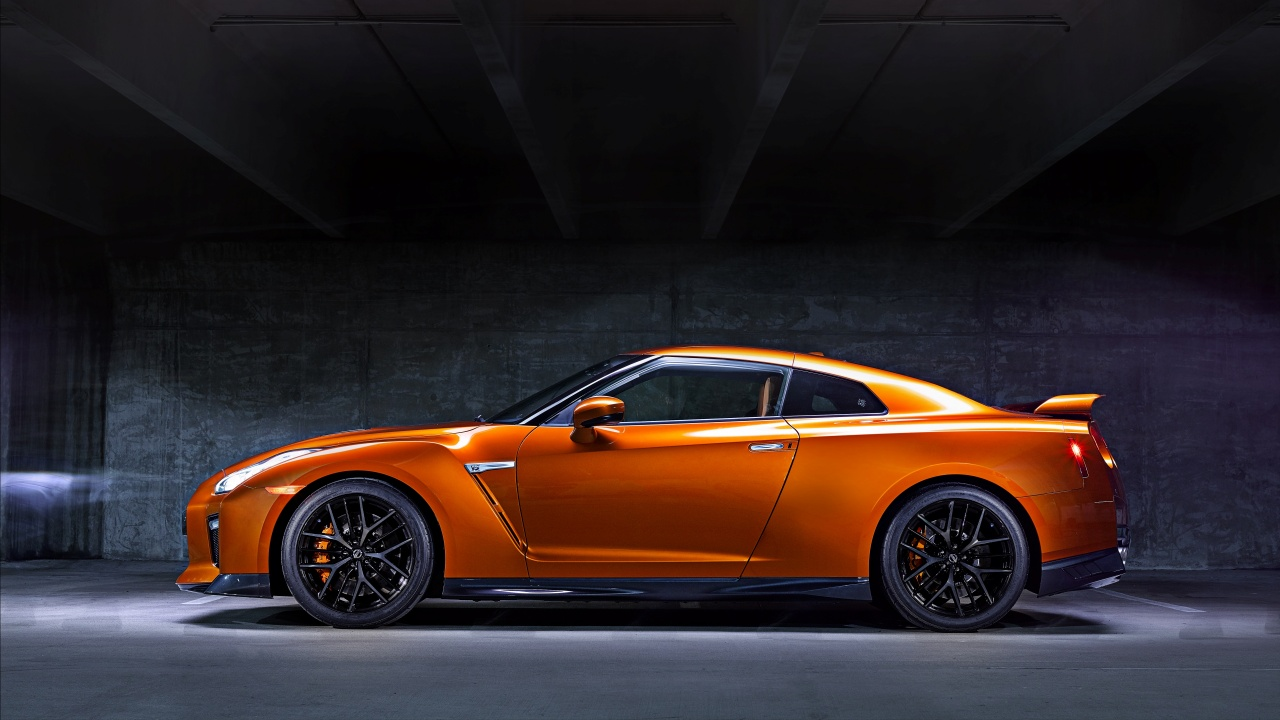 Nissan GT-R Side View 2017