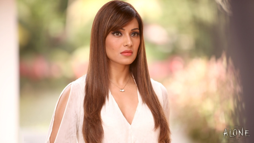 Sad Bipasha Basu In Alone 2015