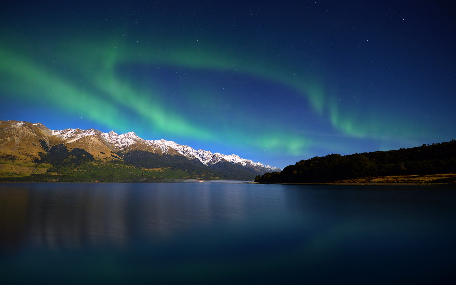 Southern Lights Over Lake Wakatipu New Zealand