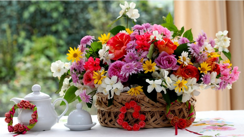http://www.bhmpics.com/wallpapers/spring_in_a_basket-852x480.jpg