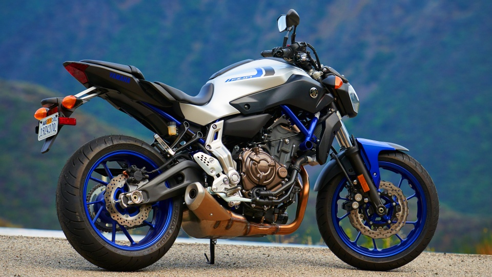Yamaha FZ09 2016  960 x 540  Download  Close