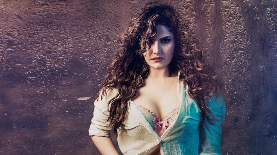 Zarine Khan As Siya Deewan Hate Story 3