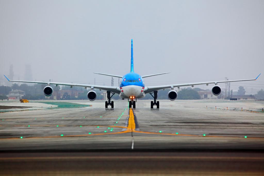 Airplane Landing Wallpapers