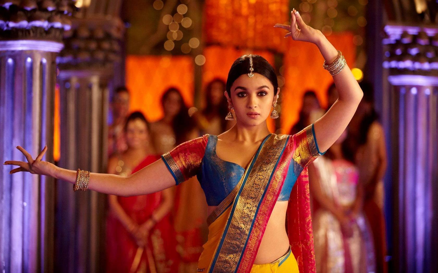 Alia Bhatt Dance In 2 States Movie Wallpapers