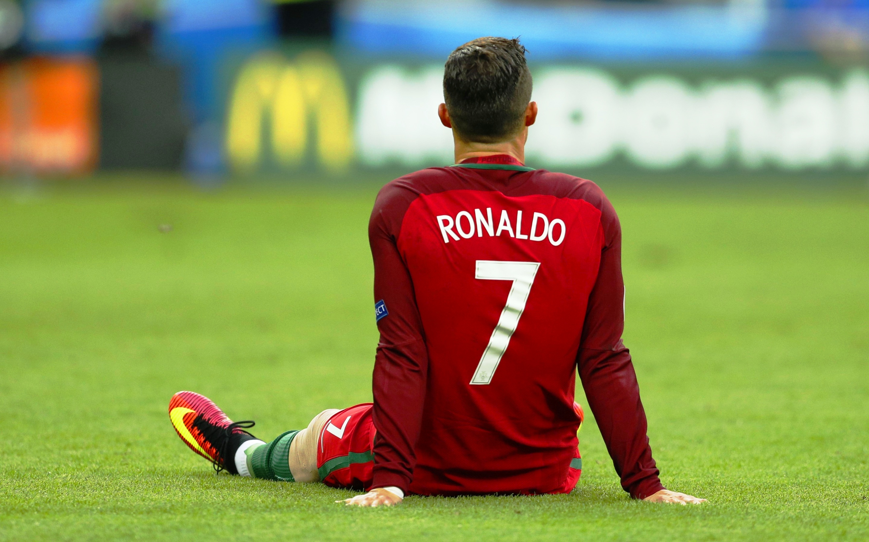 cristiano ronaldo sitting euro 2016 wallpapers