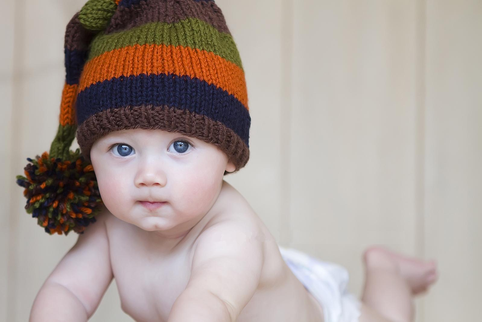 Cute Baby With Hat Wallpapers: Cute Baby Crochet Hat Wallpapers
