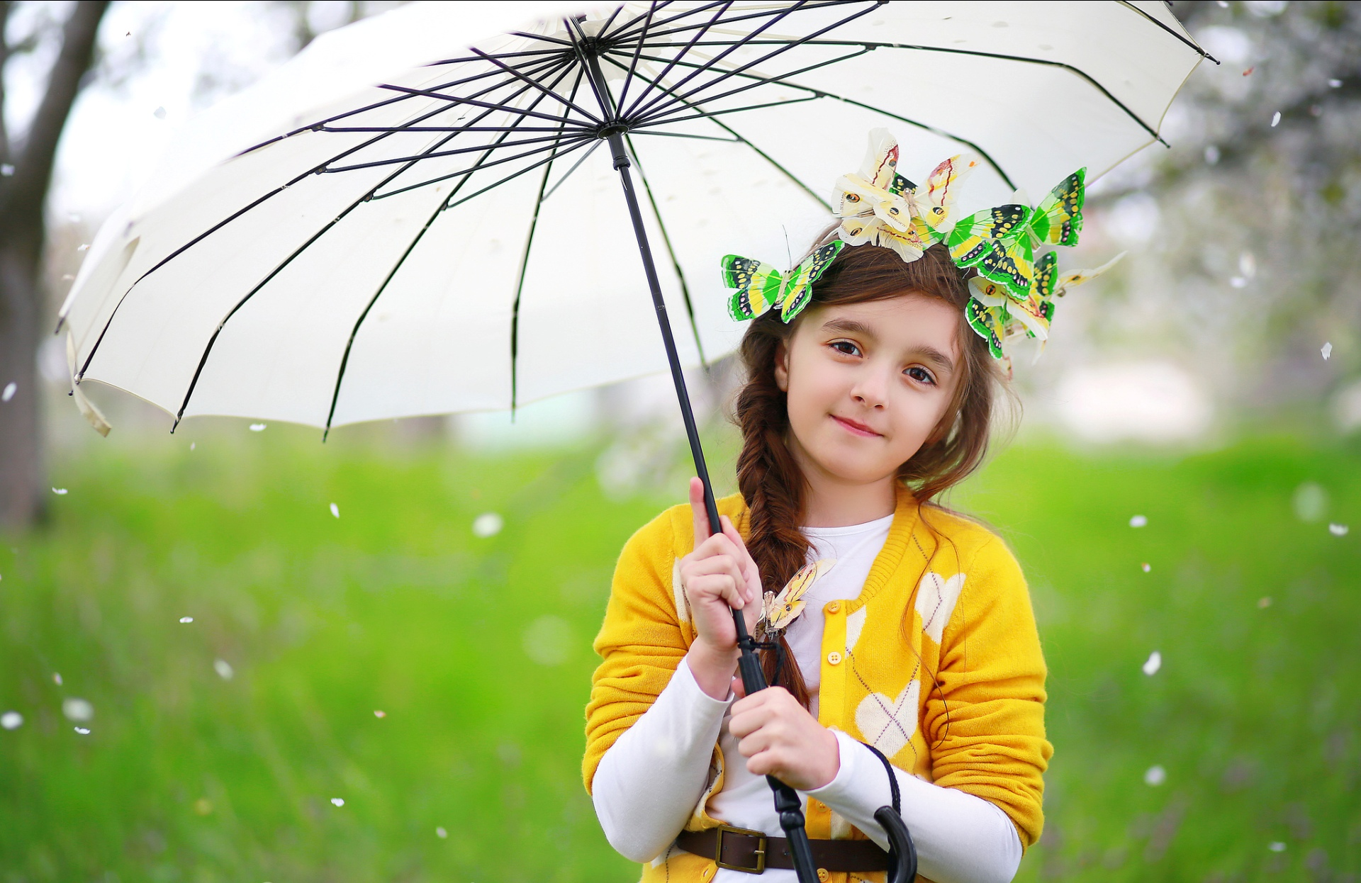 Cute baby with white umbrella 1920 x 1246 download close