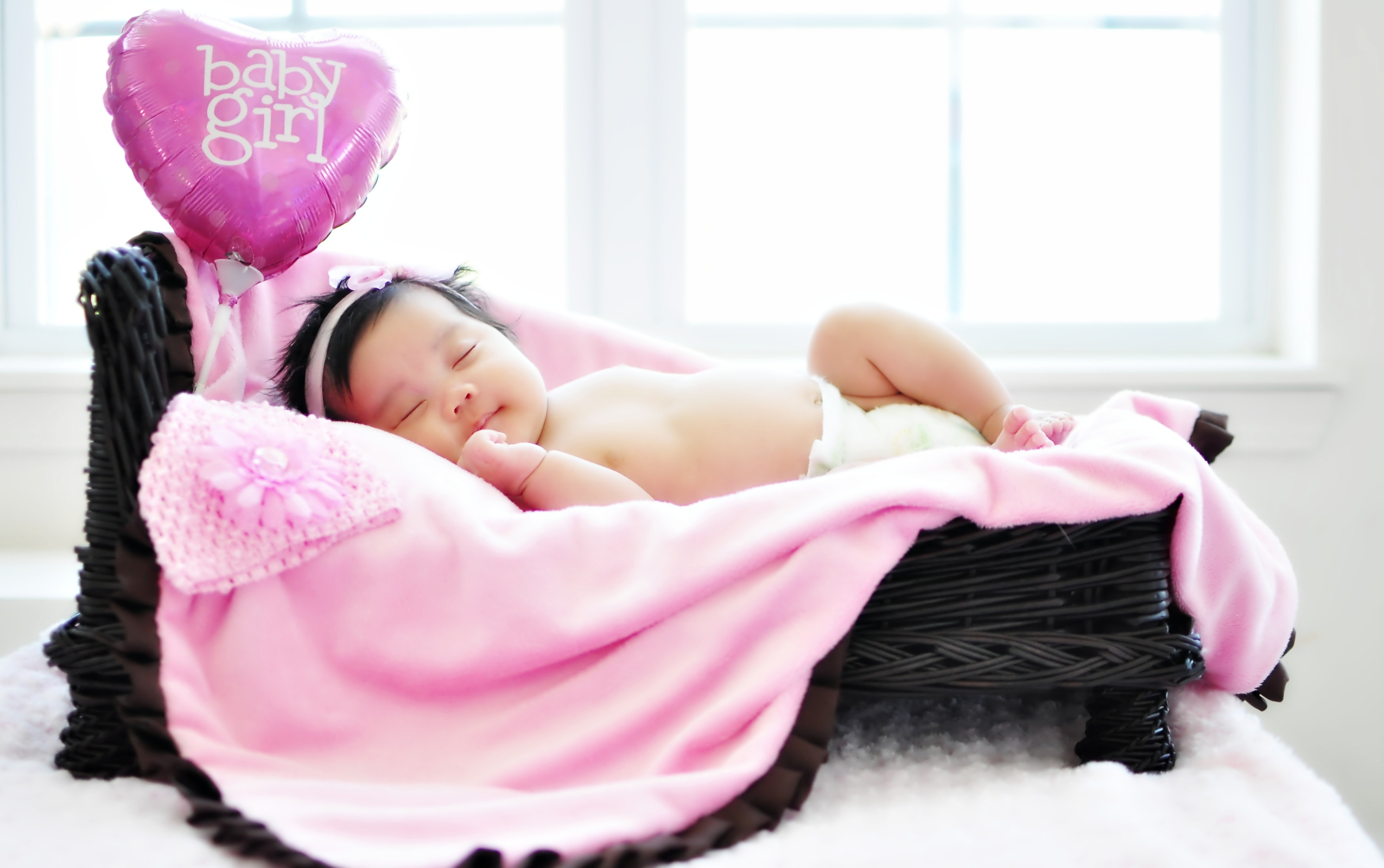 Little girl sleeping with pink heart wallpapers 2550x1600 689679 little girl sleeping with pink heart 2550 x 1600 download close voltagebd Image collections
