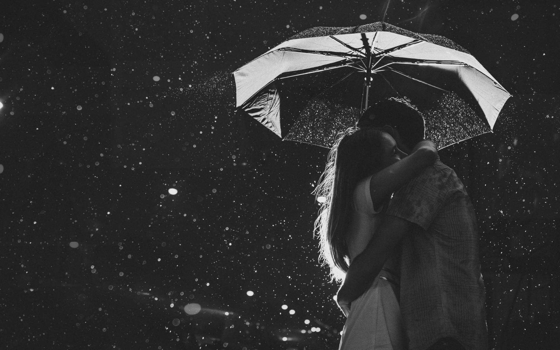 Love Couple In Rain Wallpapers