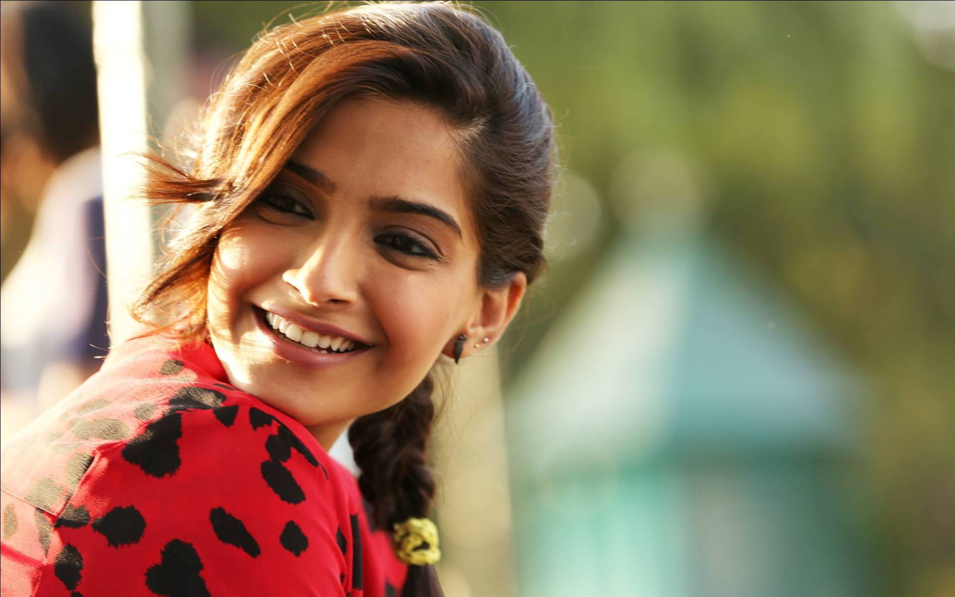 Hd wallpaper khubsurat - Sonam Kapoor Hd Wallpaper