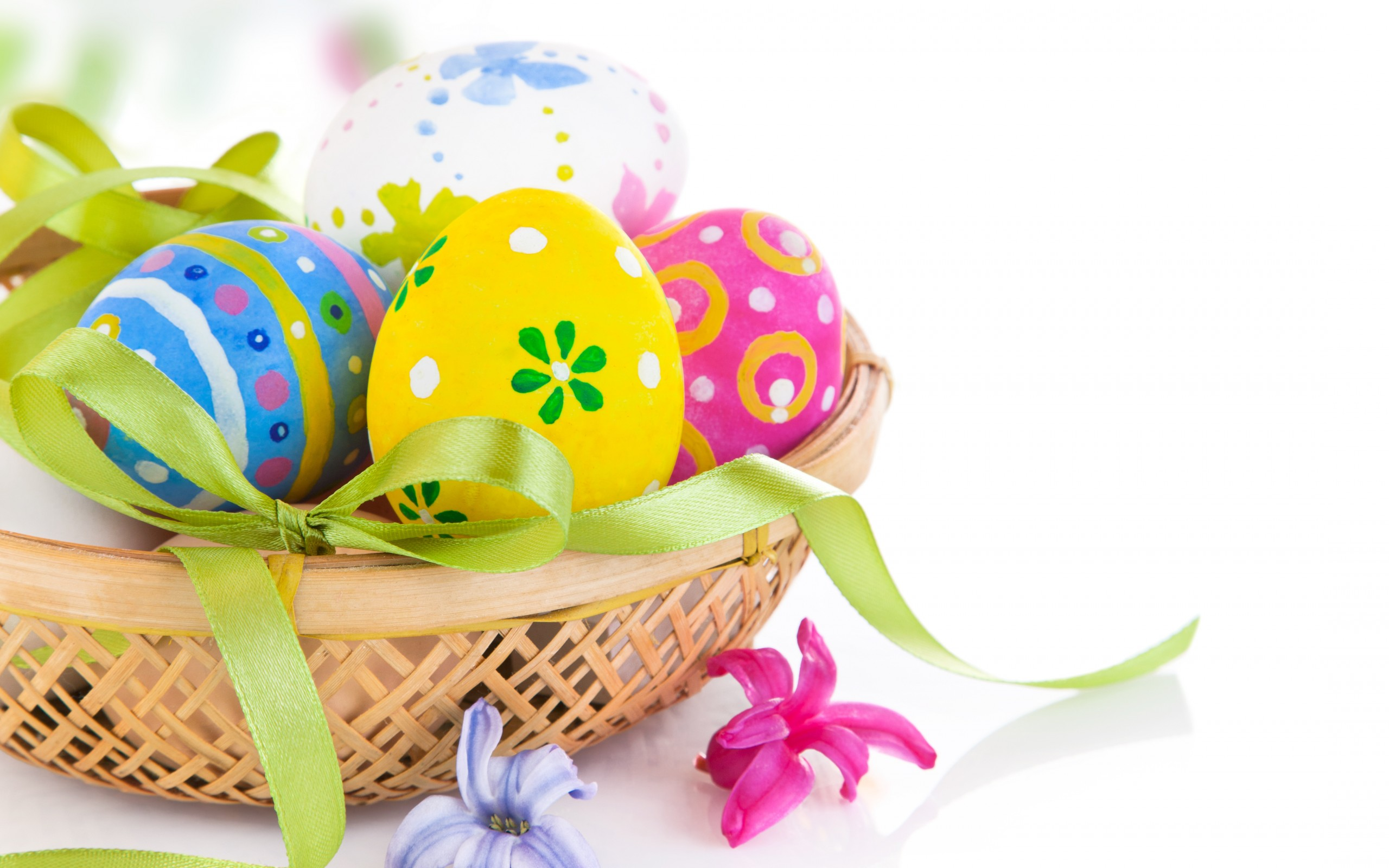 Spring Flowers And Easter Eggs Bowl Wallpapers