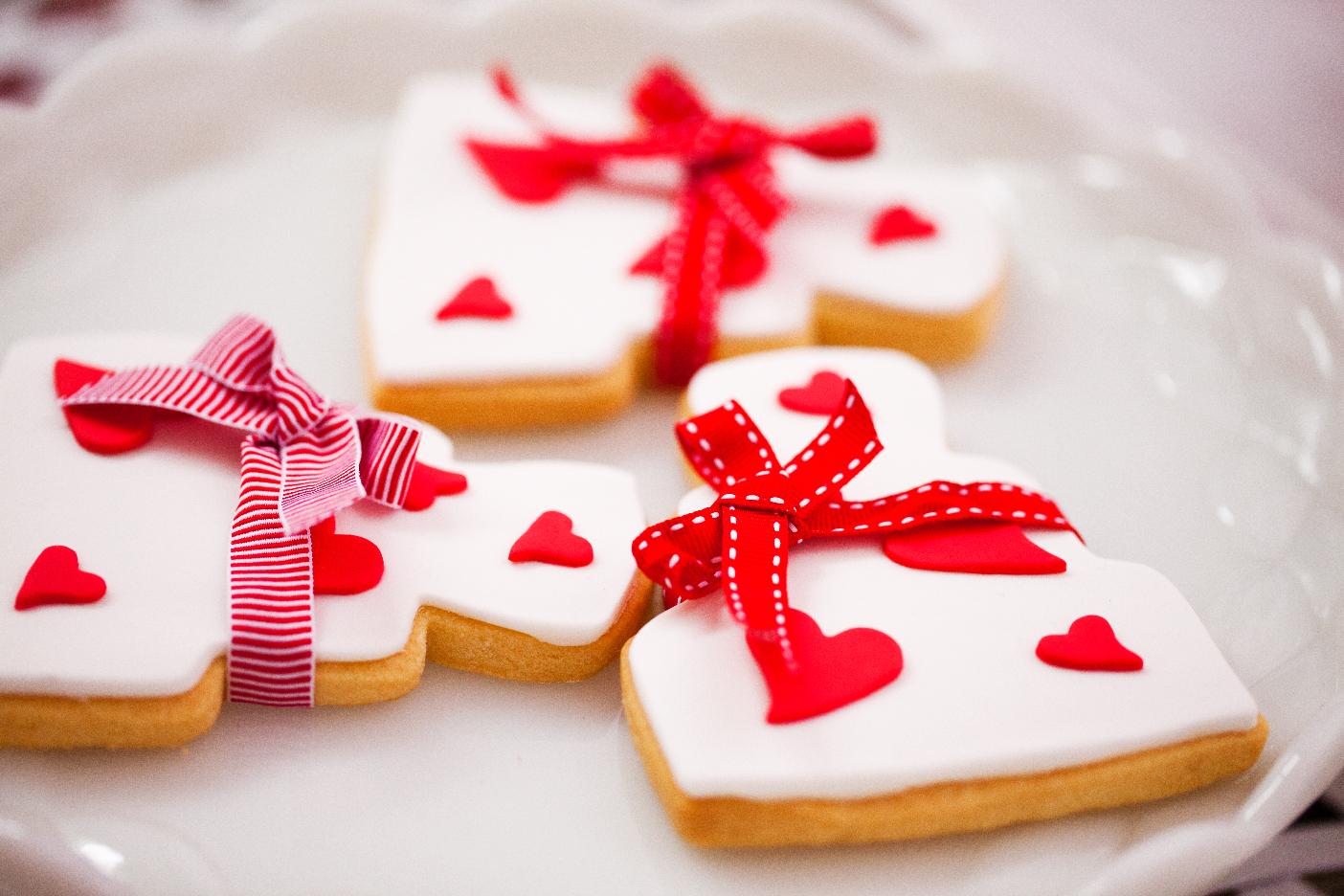 Download 768x1024 wedding cake, dessert, sweets, creamy wallpapers.